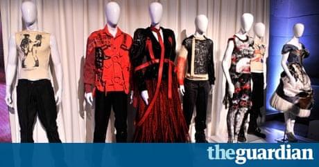 Punk fashion celebrated at new york 39 s metropolitan museum for Metropolitan museum of art fashion