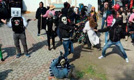 Tunisian students perform Harlem Shake