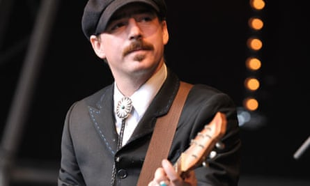 Jason Molina on stage with Magnolia Electric Co in 2009