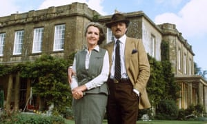 To the Manor Born … Penelope Keith and Richard Bowles on location in 1981.