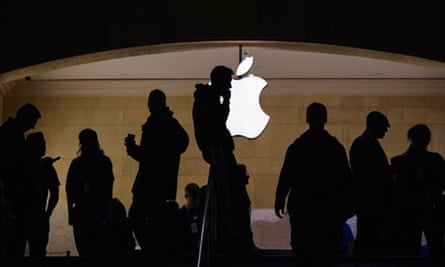Apple shares fall amid concern at iPhone and iPad sales