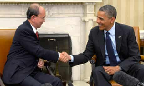 Burmese president Thein Sein shakes hands with President Obama