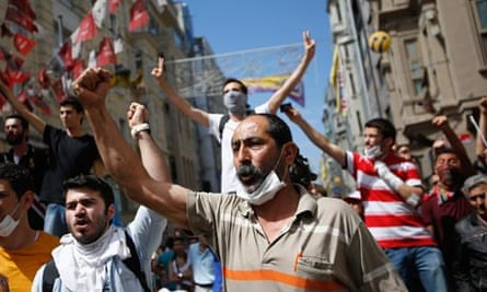 Istanbul demonstrators chant anti-government slogans
