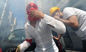 Turkish protestors face riot police on J