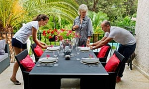 Servants learn how to lay a table