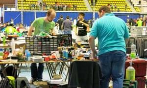 Teams make last minute tweaks to their robots