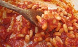 Homemade baked beans: stirring in pan