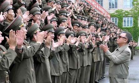 Kim Jong Il claps North Korea army commanders