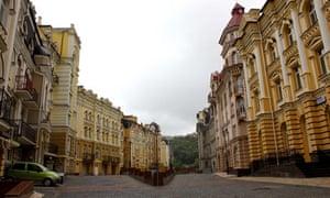 Deserted streets in Vozdvyzhenka, Kiev