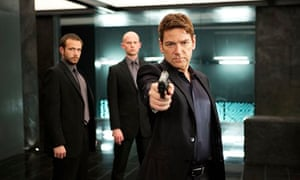 Kenneth Branagh as Viktor Cherevin points a gun towards the viewer in Jack Ryan: Shadow Recruit