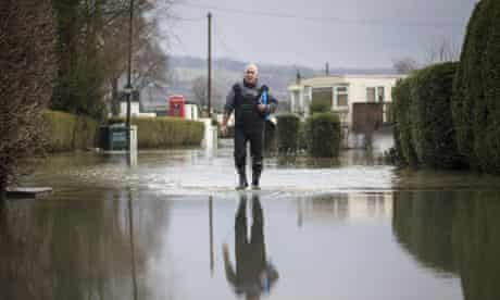 Yalding in Kent prepares for further flooding