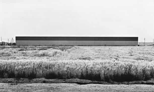 East Wall, Western Carpet Mills, 1231 Warner, Tustin (1974). Lewis Baltz's minimalist approach drew on contemporary art practice