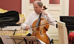 Alexander Ivashkin playing the cello