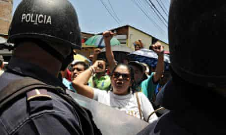 MDG : Members of Honduran peasant groups in Bajo Aguán  demonstrate over land rights