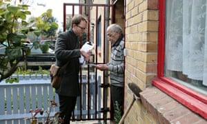 Henry de Zoete speaks to Ali Hassan on his doorstep