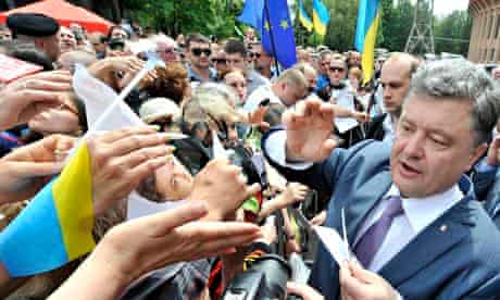 Petro Poroshenko surrounded by supporters