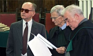 General Wojciech Jaruzelski in court with defence team, 2001