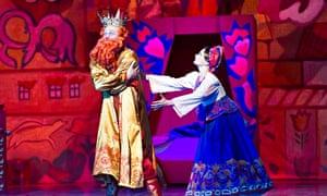 Oleg Fomin as King Dodon and Elena Muzyka as Amelfa in The Golden Cockerel