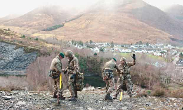 Royal Marines: abseil