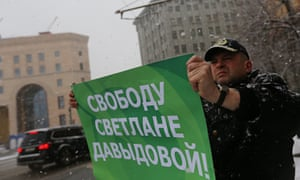 A man holds a sign reading 'Freedom to Svetlana Davydova', in Moscow, Russia