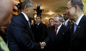 Barack Obama and Raúl Castro shake hands