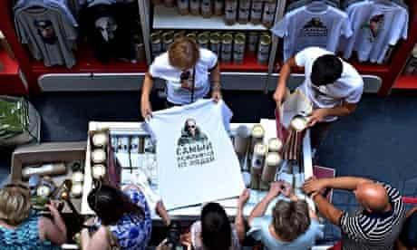 Russians buying Putin T-shirts