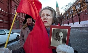 Russian Communists supporters wait to visit the mausoleum of Lenin at Moscow's Red Square