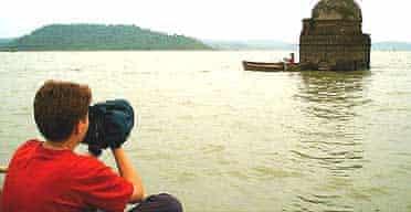 Franny Armstrong filming the Narmada Dam