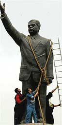 statue of Saddam Hussein 9 Apr 03