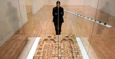 Anthony Gormley with his Bed at Tate Britain, Nov 2004