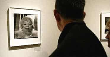 Visitor at the Diane Arbus: Revelations exhibition