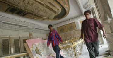 Looters in Saddam Hussein's Al-Salam Presidential Palac