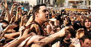 Pete Doherty mobbed by fans in Trafalgar Square