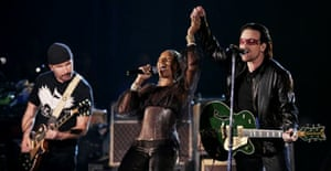 U2 and Mary J Blige performing at the Grammys 2006