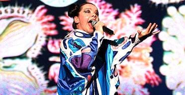 Bjork performing at Live 8 Japan, 2005