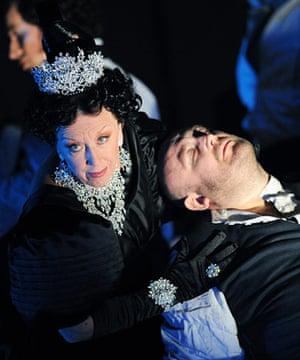 Queen of Spades, O.N.: Queen of Spades, opera north 2011