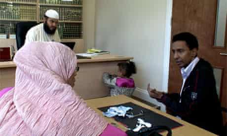 Inside a Shari'a divorce court - video
