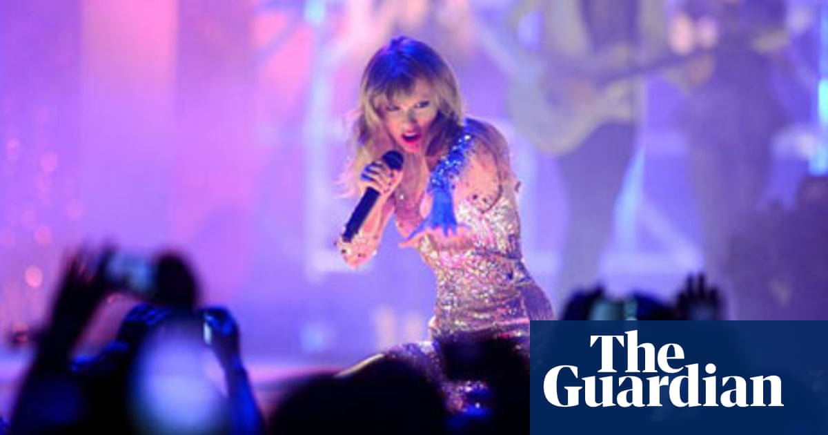 Taylor Swift Sends Cash To Boston Deaf School But Decides Not To Play There Music The Guardian