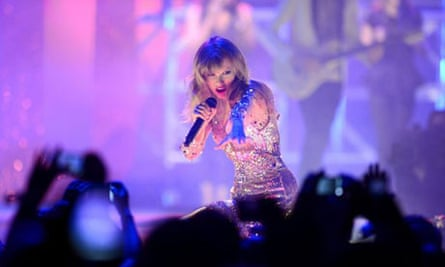 Taylor Swift Sends Cash To Boston Deaf School But Decides Not To Play There Taylor Swift The Guardian