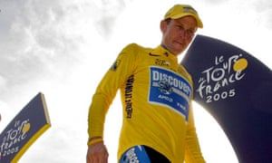 Lance Armstrong stands on winners' podium in 2005
