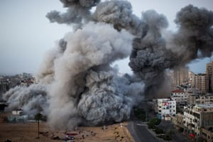 Smoke rises after an Israeli forces strike in Gaza City by Bernat Armangue