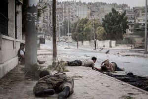 Free Syrian Army fighters crawl on the sidewalk