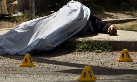 A body on the street in Ciudad Juárez, Mexico