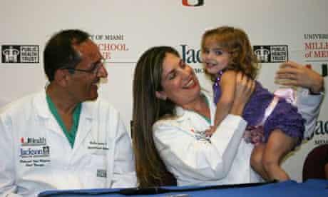Leyna Gonzalez with surgeons Dr Ruben Quintero (male, left) and Dr Eftichia Kontopoulos