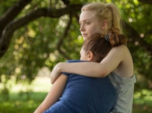 Dakota Fanning and Elizabeth Olsen in Very Good Girls
