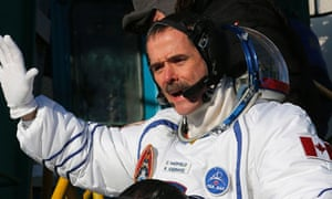 Chris Hadfield The Superstar Astronaut Taking Social Media By Storm