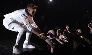 Bieber booed as he turns up two hours late for London O2 Arena gig - video