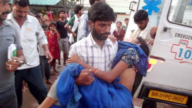 Indian children die after eating school meals in Bihar - video
