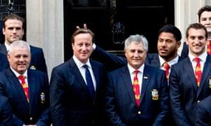 Manu Tuilagi does 'bunny ears' behind David Cameron during photo op - video