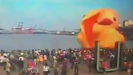 Giant yellow duck explodes hours before New Year's Eve in Taiwan - video